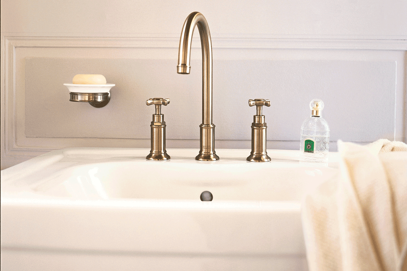 hansgrohe-brushed-brass-brassware