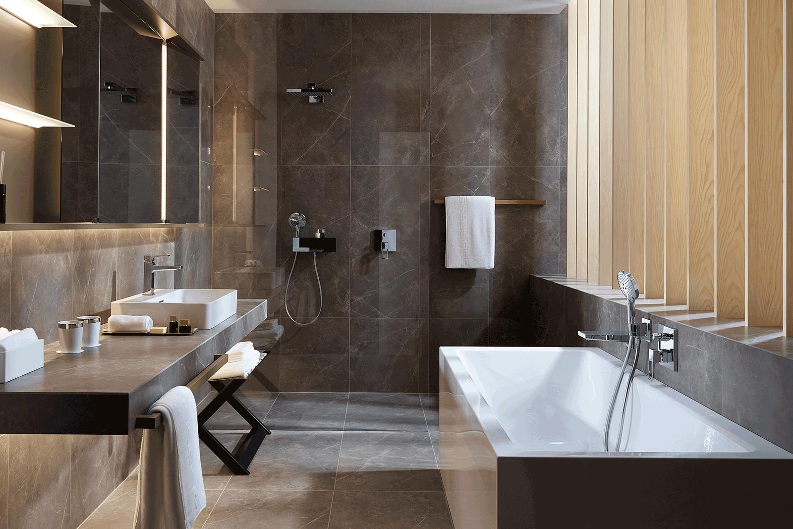Hangrohe main bathroom